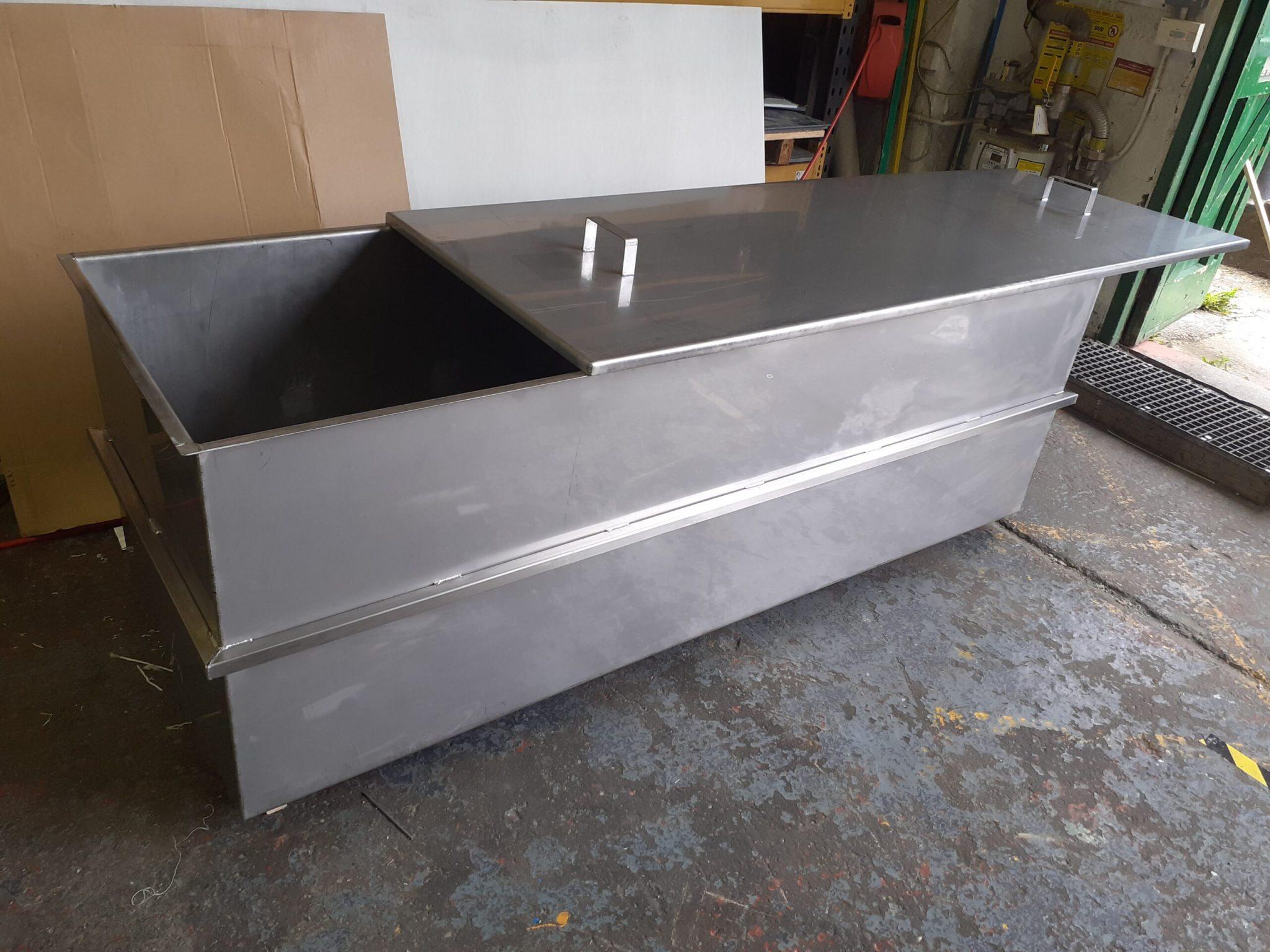 Metallic storage tank